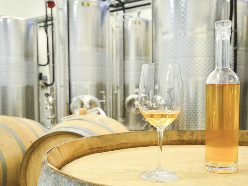 Weinglas und Flasche